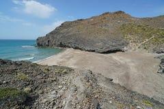 Άγρια αμμώδης δύσκολη ακτή Cabo de Gata Ισπανία παραλιών Στοκ Εικόνες