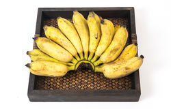 Άγρια μπανάνα με το καλάθι με το άσπρο υπόβαθρο Στοκ Φωτογραφίες