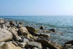 Άγρια παραλία ακτών Στοκ Εικόνα