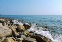 Άγρια παραλία ακτών Στοκ φωτογραφίες με δικαίωμα ελεύθερης χρήσης