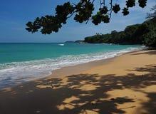 Άγρια παραλία σε Phuket Στοκ Φωτογραφία