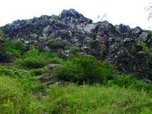 Άγρια ρεύμα και βουνά στην άγρια βαθιά φύση στη χώρα Δημοκρατίας της Τσεχίας στοκ εικόνα με δικαίωμα ελεύθερης χρήσης