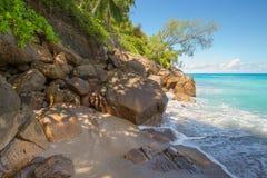 Άγρια σημαντική παραλία Anse, νησί Mahe, Σεϋχέλλες Στοκ εικόνες με δικαίωμα ελεύθερης χρήσης