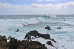 Άγρια σπάζοντας κύματα στη Ανατολική Ακτή Lanzarote Στοκ Εικόνες