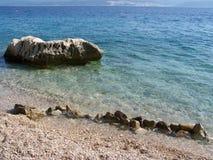 Άγρια δύσκολη παραλία στην Κροατία Στοκ Φωτογραφία
