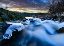 Άγριο θολωμένο ρεύμα νερού στοκ φωτογραφίες με δικαίωμα ελεύθερης χρήσης