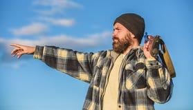 Άδεια κυνηγιού Βάναυσο αρσενικό χόμπι κυνηγιού Εποχές κυνηγιού και παγίδευσης Ο γενειοφόρος σοβαρός κυνηγός ξοδεύει τον ελεύθερο  στοκ φωτογραφίες με δικαίωμα ελεύθερης χρήσης