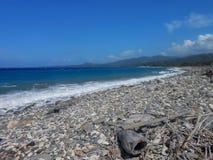 Άθικτη παραμελημένη παραλία στοκ φωτογραφία