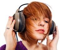 Άκουσμα τη μουσική στοκ φωτογραφία