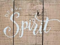 Άκρη για τη γενναία τυπωμένη ύλη πνευμάτων στον τοίχο Στοκ εικόνα με δικαίωμα ελεύθερης χρήσης