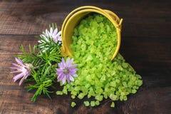 Άλατα λουτρών εναλλακτική ιατρική salt spa θεραπεία λουτρών helthcare Άρωμα της φύσης Στοκ Φωτογραφία