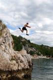 άλμα απότομων βράχων Στοκ εικόνες με δικαίωμα ελεύθερης χρήσης
