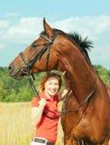 άλογο κοριτσιών πεδίων α&rho Στοκ Εικόνες