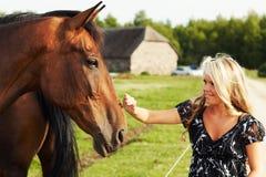 άλογο κοριτσιών στοκ εικόνες