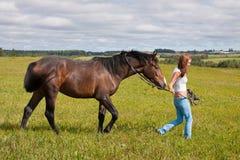 άλογο κοριτσιών Στοκ Φωτογραφίες
