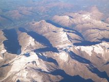 Άλπεις από το παράθυρο αεροπλάνων στοκ φωτογραφία με δικαίωμα ελεύθερης χρήσης