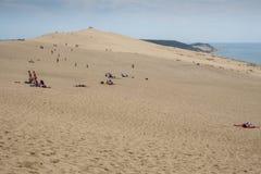 Άμμος, άνθρωποι και νερό Στοκ φωτογραφία με δικαίωμα ελεύθερης χρήσης