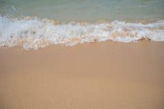 Άμμος θάλασσας και κύμα φυσαλίδων Στοκ Εικόνες