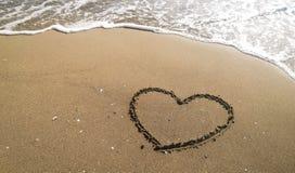άμμος καρδιών εννοιολογικού σχεδίου παραλιών Εννοιολογικό σχέδιο Στοκ Εικόνα