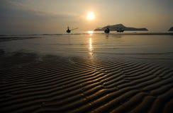 Άμμος κυμάτων στην παραλία. Στοκ Εικόνα