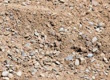 Άμμος με το αμμοχάλικο ως υπόβαθρο στοκ εικόνα