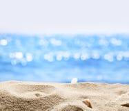 Άμμος με το θολωμένο υπόβαθρο θάλασσας Στοκ Εικόνες