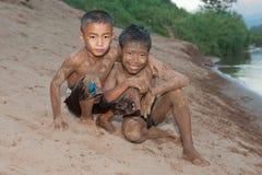 άμμος προσώπου αγοριών τη&sig Στοκ εικόνα με δικαίωμα ελεύθερης χρήσης