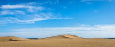 Άμμος στους αμμόλοφους Maspalomas, μια μικρή έρημος σε θλγραν θλθαναρηα, Ισπανία Άμμος και ουρανός Εικόνα πανοράματος Στοκ Φωτογραφίες