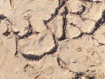 Άμμος, σχηματισμοί βράχου και fottprints σύσταση Στοκ Φωτογραφία