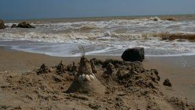 Άμμος Castle στην παραλία της θάλασσας φιλμ μικρού μήκους