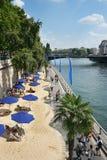 Άμμος parasols Παρίσι Γαλλία παραλιών Στοκ εικόνα με δικαίωμα ελεύθερης χρήσης