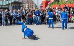 Άμστερνταμ, Κάτω Χώρες - 31 Απριλίου 2017 - η breakdancing ομάδα Ajax Άμστερνταμ που αποδίδει στην πόλη στο Ι Στοκ Εικόνα