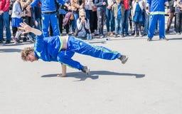 Άμστερνταμ, Κάτω Χώρες - 31 Απριλίου 2017 - η breakdancing ομάδα Ajax Άμστερνταμ που αποδίδει στην πόλη στο Ι Στοκ φωτογραφία με δικαίωμα ελεύθερης χρήσης