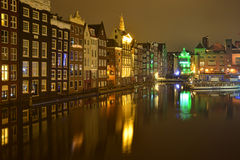 Άμστερνταμ στα φωτεινά φω'τα της πόλης νύχτας Στοκ Φωτογραφίες