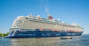Άμστερνταμ, στις 7 Μαΐου 2018 - επιβάτες που πλέουν στο λιμάνι του AM στοκ εικόνες