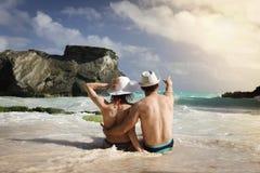 Άνδρας και γυναίκα στην παραλία Στοκ φωτογραφία με δικαίωμα ελεύθερης χρήσης