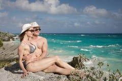 Άνδρας και γυναίκα στην παραλία Στοκ Εικόνες