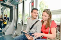 Άνδρας και γυναίκα στο τραμ Στοκ φωτογραφία με δικαίωμα ελεύθερης χρήσης