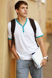 άνδρας σπουδαστής κολλ στοκ φωτογραφία με δικαίωμα ελεύθερης χρήσης