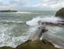 Άνεμοι δύναμης θύελλας, όρμος διαχωριστικών, Κορνουάλλη στοκ εικόνες
