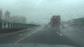 Άνεμοι τυφώνα κινδύνου και βροχή, που με τον τυφώνα Pov 4K φιλμ μικρού μήκους