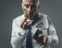 Άνεργος επιχειρηματίας με το κενό πορτοφόλι Στοκ φωτογραφία με δικαίωμα ελεύθερης χρήσης