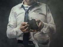 Άνεργος επιχειρηματίας με το κενό πορτοφόλι Στοκ Εικόνες