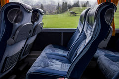 Άνετα καθίσματα σε ένα λεωφορείο στοκ φωτογραφία με δικαίωμα ελεύθερης χρήσης