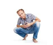 Άνετα ντυμένο άτομο που χαμογελά το άσπρο υπόβαθρο Στοκ φωτογραφία με δικαίωμα ελεύθερης χρήσης