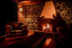 Άνετη έννοια βραδιού εστιών καψίματος φθινοπώρου ή χειμώνα κοντά επάνω Κλείστε αυξημένος του καψίματος του καυσόξυλου στην εστία στοκ φωτογραφίες