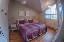Άνετη κρεβατοκάμαρα διαμερισμάτων υπηρεσιών Στοκ Φωτογραφία