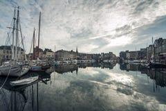 Άνετη τουριστική γαλλική πόλη Honfleur  Στοκ Φωτογραφίες