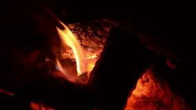 Άνετος λίγο κάψιμο πυρκαγιάς φιλμ μικρού μήκους