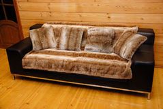 άνετος καναπές Στοκ εικόνα με δικαίωμα ελεύθερης χρήσης